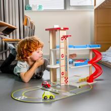 11040 New Classic Toys Garāža ar stāvlaukumu, rampām un 3 automašīnām